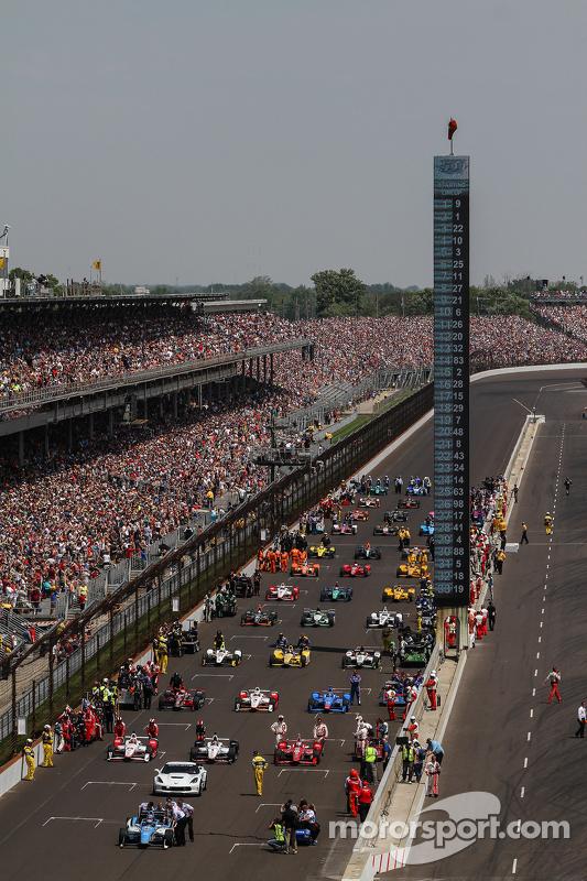 Mobil-mobil melaju dari grid