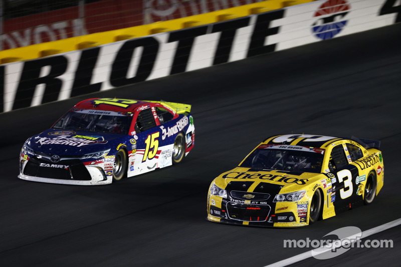 Clint Bowyer, Michael Waltrip Racing, Toyota, und Austin Dillon, Richard Childress Racing, Chevrolet