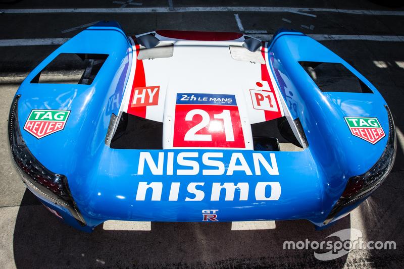 #21 Nissan Motorsports bagian bodi Nissan GT-R LM NISMO