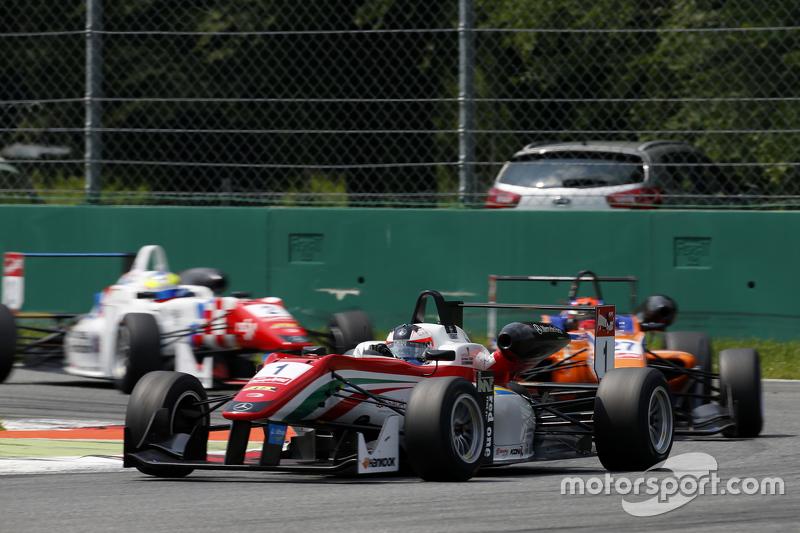 Felix Rosenqvist, Prema Powerteam, Dallara Mercedes-Benz, und Mikkel Jensen, Mücke Motorsport, Dallara Mercedes-Benz