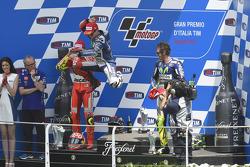 Podium: 2. Andrea Iannone, Ducati Team; 1. Jorge Lorenzo, und 3. Valentino Rossi, Yamaha Factory Racing
