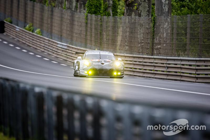 #88 Abu Dhabi Proton Competition, Porsche 911 RSR: Christian Ried, Klaus Bachler, Khaled Al Qubaisi