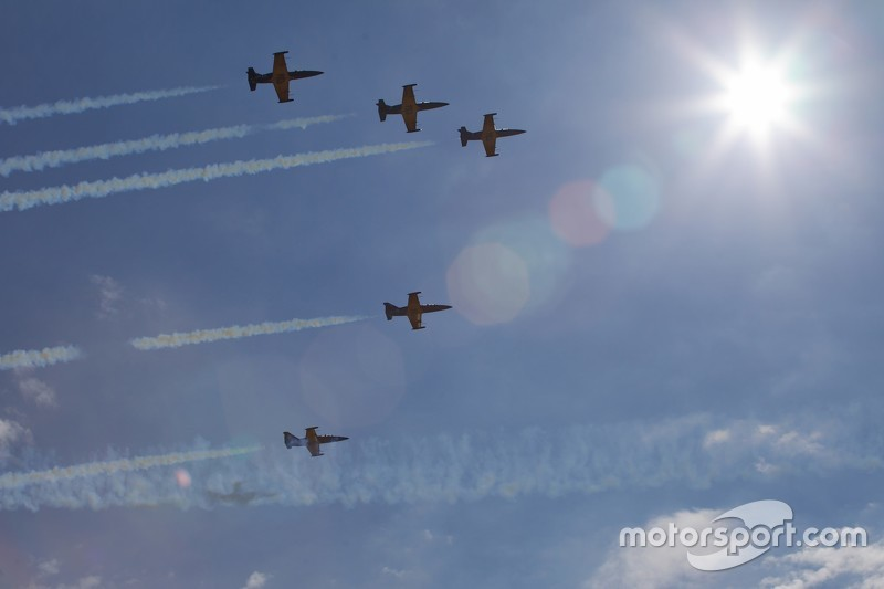 Самолёты в небе над Сочи Автодромом