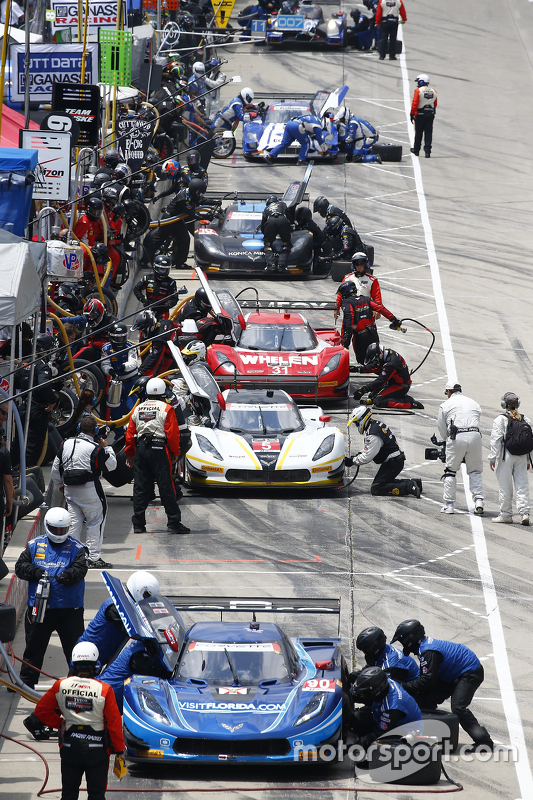 Pit lane action