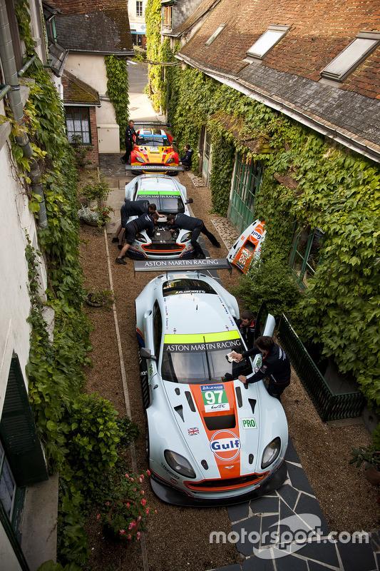 Aston Martin Racing am Hotel de France