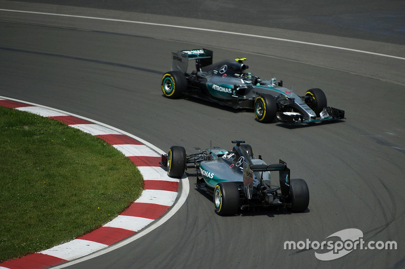Lewis Hamilton, Mercedes AMG F1 W06 spins at the hairpin in the first practice session and is passed by team mate Nico Rosberg, Mercedes AMG F1 W07