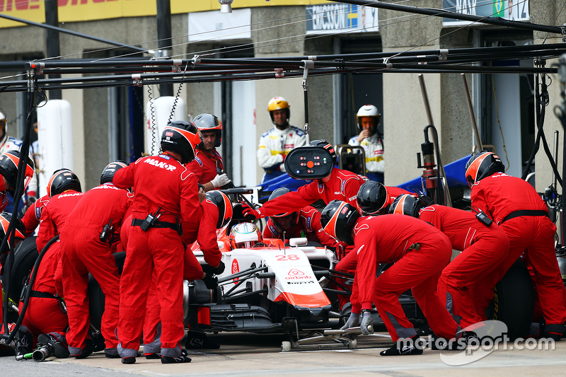 Will Stevens, Manor Marussia F1 Team, beim Boxenstopp