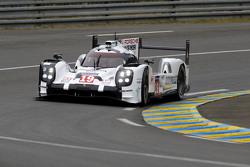 #19 Porsche Team Porsche 919 Hybrid : Nico Hulkenberg, Nick Tandy, Earl Bamber