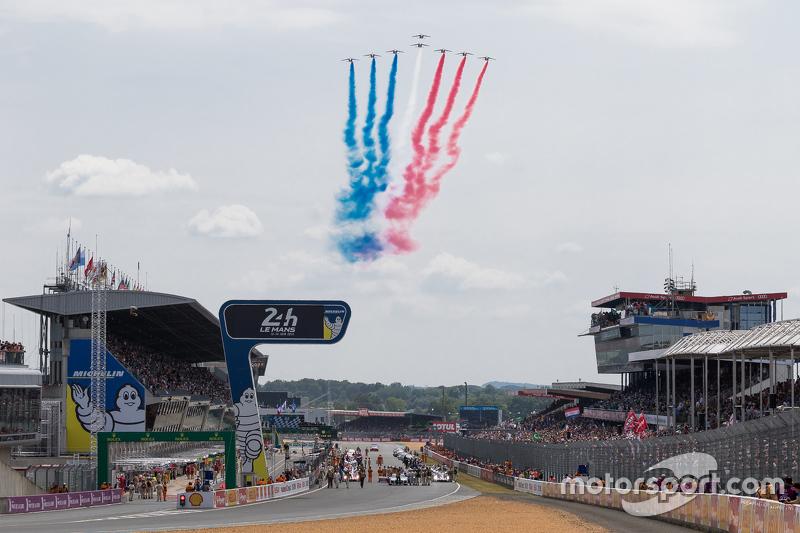 Patrouille de France over Circuit de la Sarthe