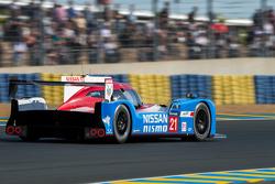 #21 Nissan Motorsports Nissan GT-R LM NISMO: Цугіо Мацуда, Лукас Ордоньес, Марк Шулжінскі