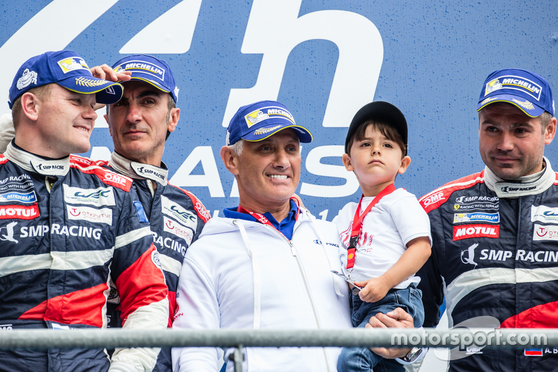 LMGT-Am-Podium: Klassensieger #72 SMP Racing, Ferrari 458 GTE: Andrea Bertolini, Viktor Shaitar, Alexey Basov mit SMP-Besitzer Boris Rotenberg