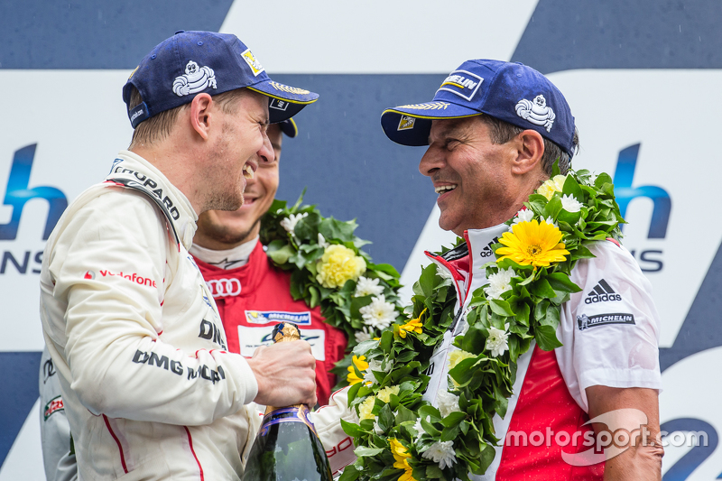 LMP1 podium: Porsche Team: Nico Hulkenberg and Fritz Enzinger, Head of Department, LMP1 Porsche
