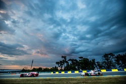 #22 Nissan Motorsports Nissan GT-R LM NISMO: Harry Tincknell, Alex Buncombe, Michael Krumm, #38 Jota Sport Gibson 015S: Simon Dolan, Mitch Evans, Oliver Turvey
