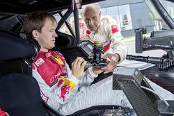 Hans-Joachim Stuck avec Mattias Ekström et la livrée spéciale, commémorant la première victoire d'Audi en DTM en 1990 au Norisring