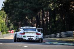 #92 Porsche Team Manthey Porsche 911 RSR: Frédéric Makowiecki, Patrick Pilet, Wolf Henzler
