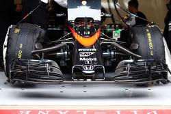Fernando Alonso, McLaren MP4-30 - McLaren MP4-30 front wing