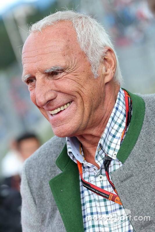 Dietrich Mateschitz, Geschäftsführer und Gründer von Red Bull, bei der Legenden-Parade
