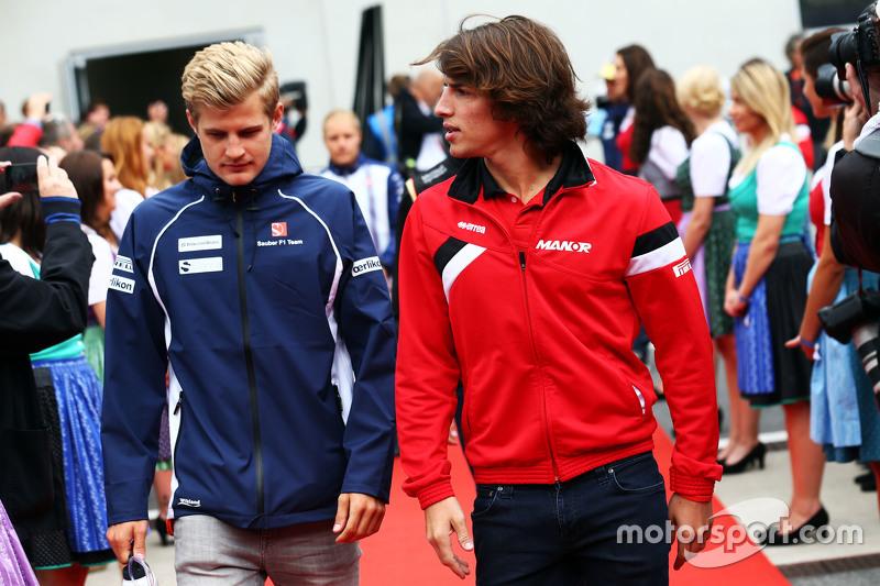 Marcus Ericsson, Sauber F1 Team, mit Roberto Merhi, Manor F1 Team, bei der Fahrerparade