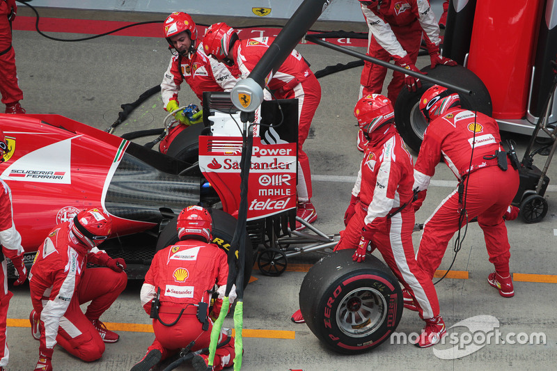 Sebastian Vettel, Ferrari SF15-T has a long pit stop with a stuck rear right wheel