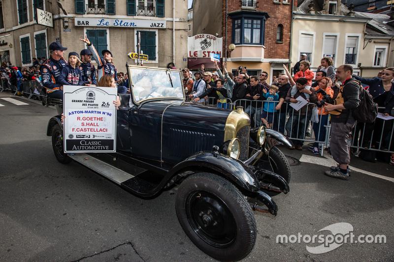 Aston Martin Racing: Roald Goethe, Marco Sörensen, Francesco Castellacci