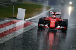 Antonio Fuoco, Ferrari SF15-T en la fuerte lluvia
