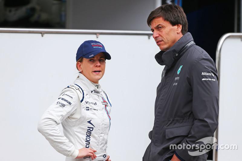(De izquierda a derecha): Susie Wolff, piloto de Desarrollo de Williams con su esposo Toto Wolff, Mercedes AMG F1 Accionista y Director Ejecutivo