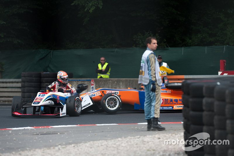 Pietro Fittipaldi, Fortec Motorsports Dallara Mercedes-Benz; Kang Ling, Mücke Motorsport Dallara Mercedes-Benz