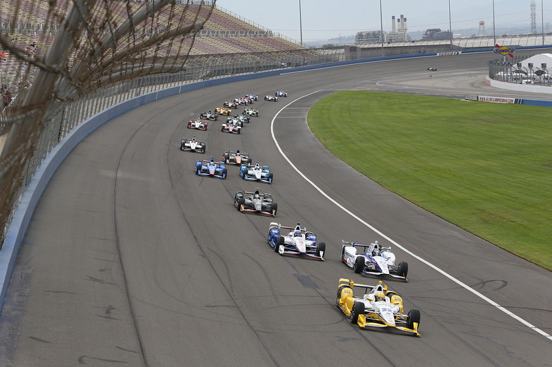 Simon Pagenaud, Team Penske Chevrolet memimpin the start