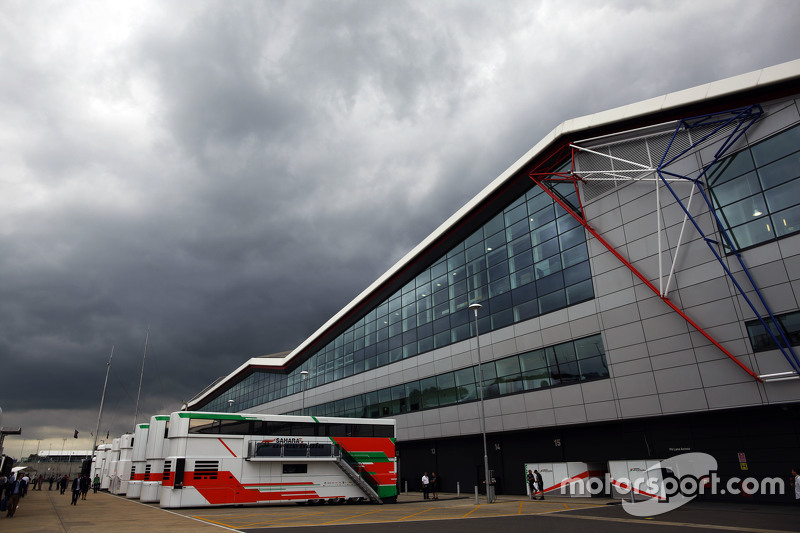 Sahara Force India F1 Team, Trucks im Fahrerlager