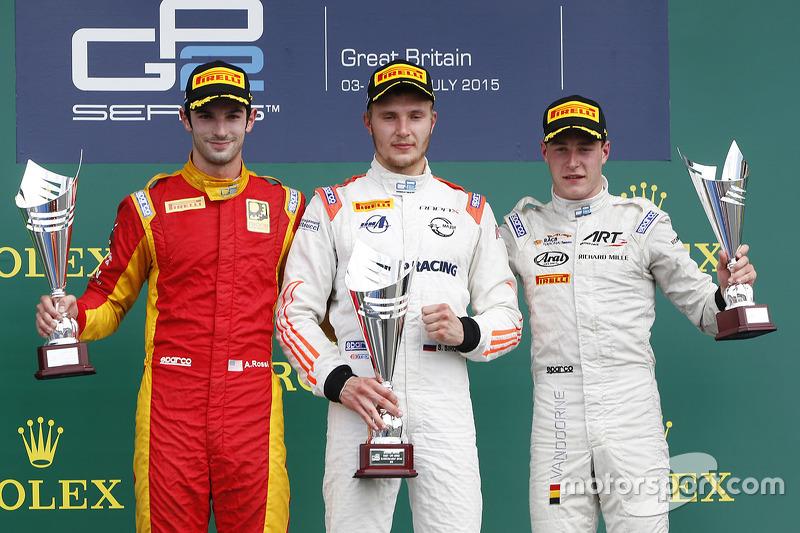 Sergey Sirotkin, Rapax; 2. Alexander Rossi, Racing Engineering, und 3. Stoffel Vandoorne, ART Grand Prix