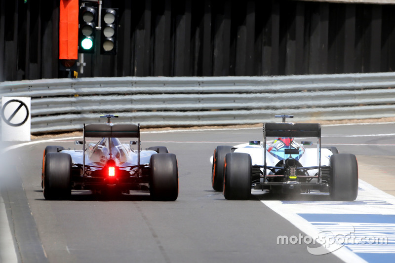 Lewis Hamilton, Mercedes AMG F1 Team and Felipe Massa, Williams F1 Team during pitstop