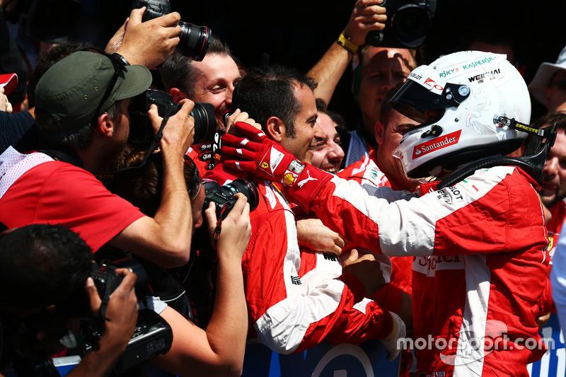 Sebastian Vettel, Ferrari, feiert seinen 3. Platz mit dem Team im Parc Fermé