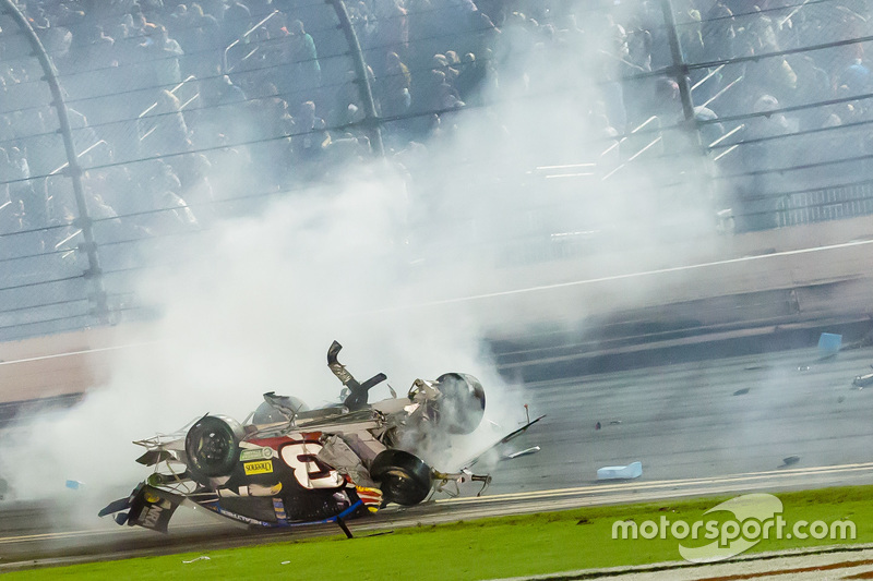 Austin Dillon, Richard Childress Racing Chevrolet mengalami kecelakaan fatal saat finis