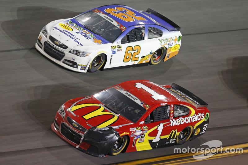 Brendan Gaughan, Richard Childress Racing Chevrolet dan Jamie McMurray, Chip Ganassi Racing Chevrolet