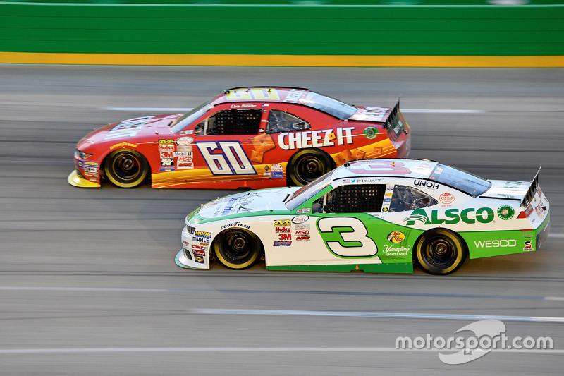 Ty Dillon, Richard Childress Racing Chevrolet dan Chris Buescher, Roush Fenway Racing Ford