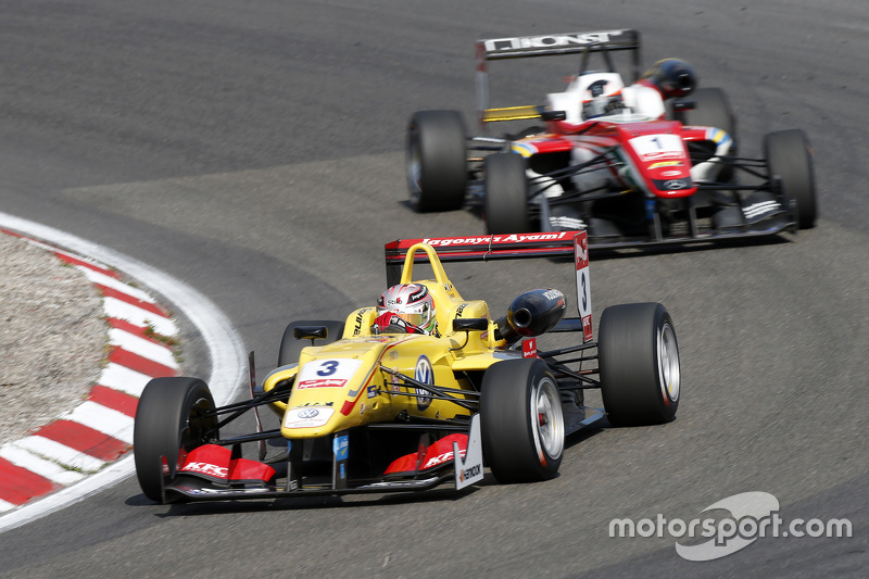Antonio Giovinazzi, Jagonya Ayam dengan Carlin Dallara Volkswage dan Felix Rosenqvist, Prema Powerteam Dallara Mercedes-Benz