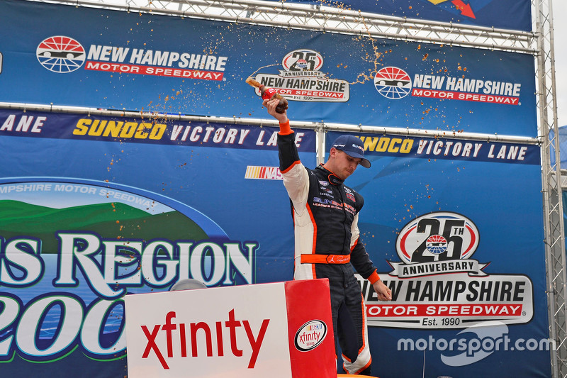 Pemenang balapan: Denny Hamlin: Joe Gibbs Racing Toyota