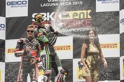 Подіум: переможець гонки Чаз Девіс, Ducati Team, друге місце Том Сайкс, Kawasaki Racing, третє місце Jonathan Rea, Kawasaki Racing