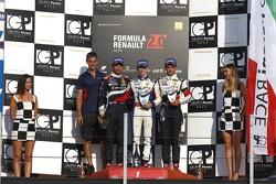 Подиум: Матевос Исаакян, JD Motorsport, второй, Джейк Хьюз, Koiranen, победитель, Тьяго Виваква, JD Motorsport, третий