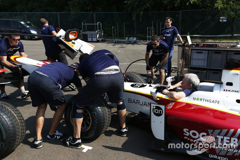 Campos Racing practice a nose cone change