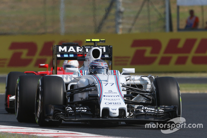 Valtteri Bottas, Williams FW37 leads Sebastian Vettel, Ferrari SF15-T
