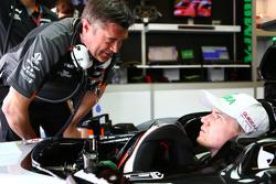 Nico Hulkenberg, Sahara Force India F1 VJM08; Bradley Joyce, Sahara Force India F1 Renningenieur