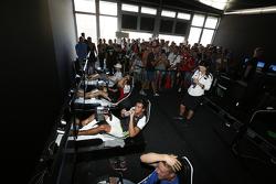 Mitchell Gilbert, Carlin e Sandy Stuvik, Status Grand Prix