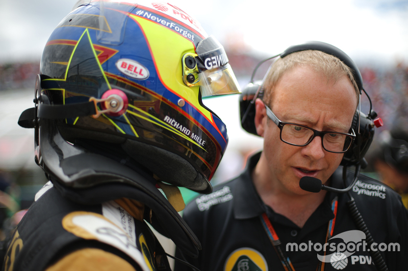 Марк Слейд, Lotus F1 Team, гоночний інженер  та Пастор Мальдонадо, Lotus F1 Team