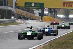 Себ Морріс, Status Grand Prix лідирує  Матео Тушер, Jenzer Motorsport
