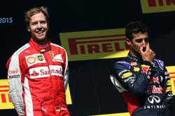 Il vincitore Sebastian Vettel, Ferrari, festeggia sul podio con Daniel Ricciardo, Red Bull Racing