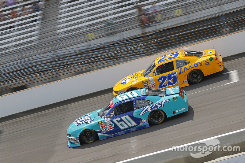 Chris Buescher, Roush Fenway Racing Ford dan Alex Bowman, Athenian Motorsports Chevrolet