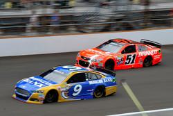 Sam Hornish Jr., Richard Petty Motorsports Ford, dan Justin Allgaier, HScott Motorsports Chevrolet