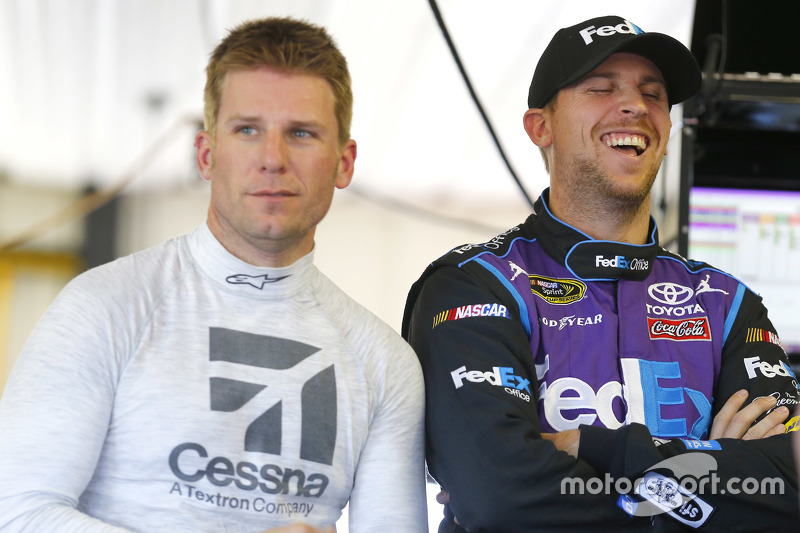 Denny Hamlin, Joe Gibbs Racing Toyota dan Jamie McMurray, Chip Ganassi Racing Chevrolet