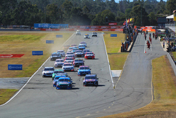 Start: Chaz Mostert memimpin the race, Prodrive Racing Australia Ford
